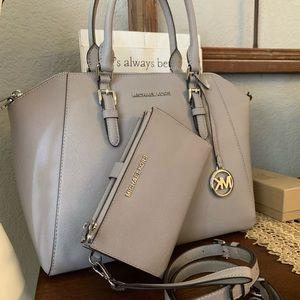 New MK set 😍 large Ciara & double zipper wallet